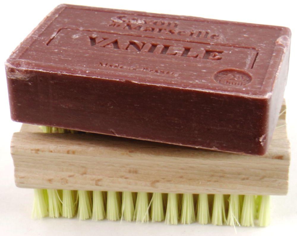 Le Chatelard Vanilla Seife auf Handwaschbürste
